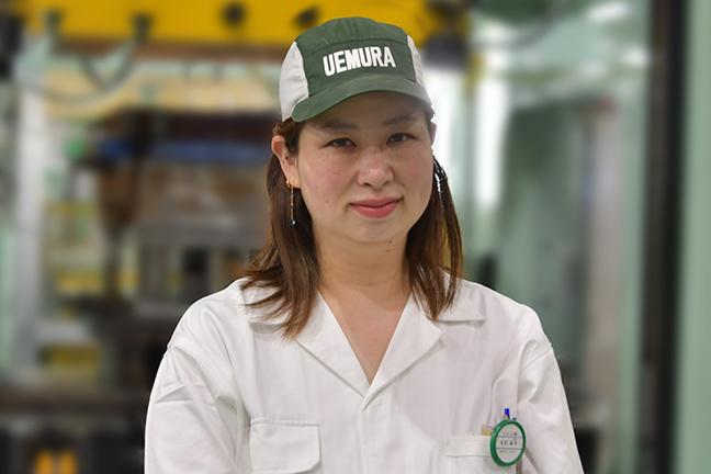 プレス課 吉村 麻希(2001年入社)